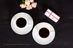 café et coeurs, carte la Saint-Valentin, cadeau, fleurs Images stock