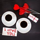 café et coeurs, carte la Saint-Valentin, cadeau, fleurs Image stock