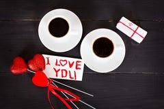 café et coeurs, carte la Saint-Valentin, cadeau, fleurs Photographie stock