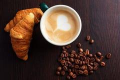 Café et croissant de tasse Photos libres de droits
