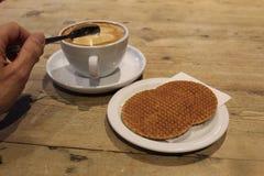 Café et gaufres images stock