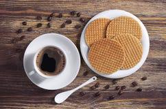 Café et gaufres rondes Photos libres de droits