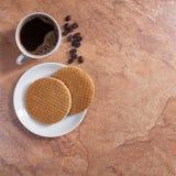 Café et gaufres rondes Images libres de droits