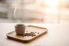 Café et grains de café chauds Photographie stock libre de droits