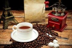 Café et grains de café intenses Image libre de droits