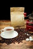Café et grains de café intenses Images libres de droits