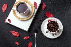 Café et grains de café intenses Photo stock