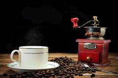 Café et grains de café intenses Photographie stock