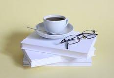 Café et livres image stock