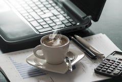 Café et ordinateur portatif Photographie stock