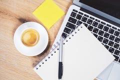 Café et ordinateur portatif Photographie stock libre de droits