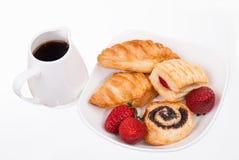 Café et petits pains de la plaque d'isolement Photos stock