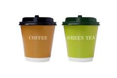 Café et thé vert dans des cuvettes de papier Photographie stock libre de droits