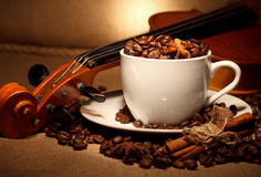 Café et violon Photographie stock