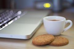 Café express al lado del cuaderno Fotografía de archivo libre de regalías