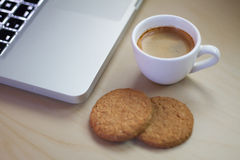 Café express al lado del cuaderno Foto de archivo