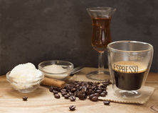 Café express con el licor Fotos de archivo libres de regalías
