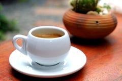 Café express en la taza blanca Foto de archivo