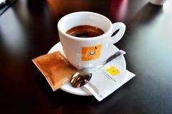 Café express en taza de café Imagenes de archivo