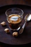 Café express Macchiato con el azúcar de Brown Foto de archivo libre de regalías