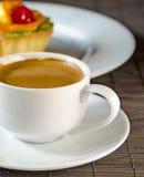 Café express y postre Fotos de archivo libres de regalías