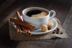 Café, feijões de café, especiarias, anis de estrela, canela, açúcar, lona foto de stock royalty free