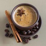 Café, feijões de café, especiarias, anis de estrela, canela, açúcar, lona fotos de stock royalty free