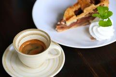 Café frais sur la table en bois Café d'expresso court sur la table Photo libre de droits