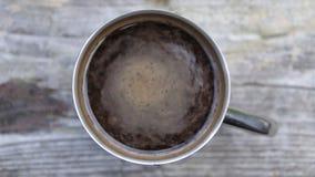 Café frais sur le bois banque de vidéos