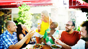 Café gai d'amitié d'amis de partie traînant le concept Photos stock