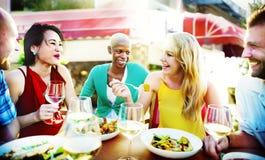 Café gai d'amitié d'amis de partie traînant le concept Photographie stock libre de droits