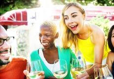 Café gai d'amitié d'amis de partie traînant le concept Photo stock