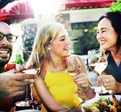 Café gai d'amitié d'amis de partie traînant le concept Photos libres de droits