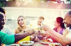 Café gai d'amitié d'amis de partie traînant le concept Photographie stock