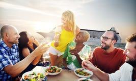 Café gai d'amitié d'amis de partie traînant le concept Photo libre de droits