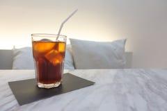 café glacé d'americano avec le fond Photos libres de droits