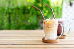 café glacé de latte avec du chocolat glacé photo stock