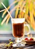 Café glacé de moka avec du lait de fraise Image libre de droits