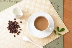 Café, grain de café, et lait Photographie stock libre de droits