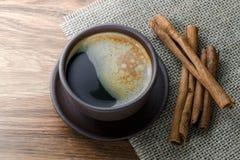 Café, grains de café, épices, anis d'étoile, cannelle, sucre, toile image stock