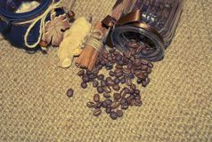 Café - grains de café de café d'amour d'I dans un pot Photo libre de droits