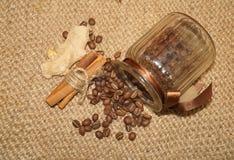 Café - grains de café de café d'amour d'I dans un pot Photographie stock