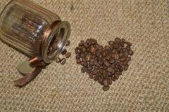 Café - grains de café de café d'amour d'I dans un pot Images libres de droits