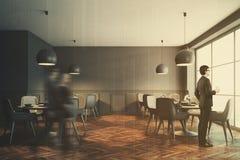 Café gris intérieur, chaises grises modifiées la tonalité Images libres de droits