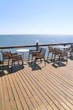 Café idílico pelo mar Fotografia de Stock Royalty Free