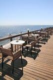 Café idílico pelo mar Fotos de Stock