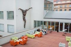 Café im Freien des Museums der zeitgenössischer Kunst Stockfotos