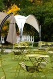 Café im Herbstpark Stockbild