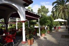 Café im Stadtpark in Marbella-Provinz Màlaga Andalusien Spanien Lizenzfreie Stockbilder