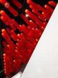 Café industrial interior del diseño cealing las lámparas de las luces rojas foto de archivo